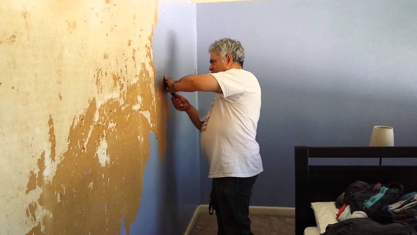 Vệ sinh tường nhà trước khi sơn